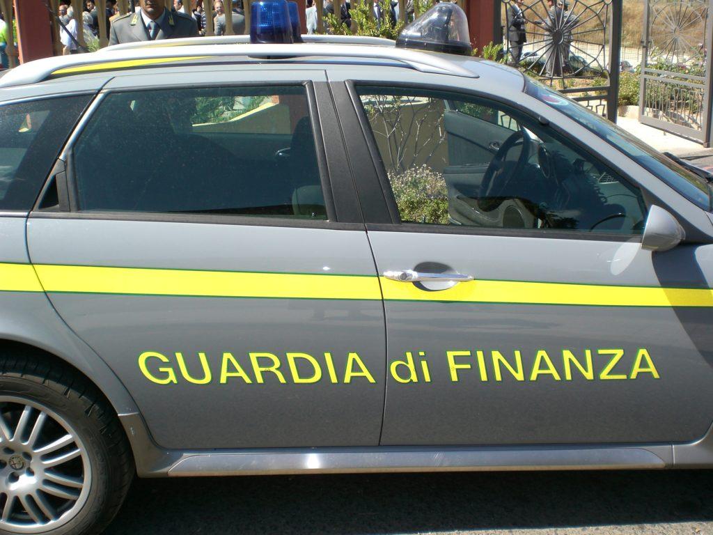 """Avigliana, 2.000 prodotti """"cinesi"""" sequestrati dalla Finanza"""