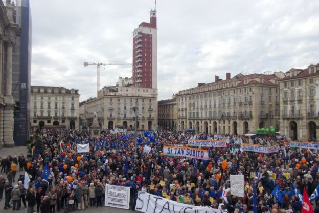 Tav Torino-Lione, l'onda arancione su Torino