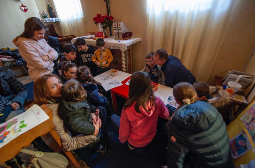 """Villar Dora, famiglie unite a Messa grazie all'""""angolo bimbi"""""""