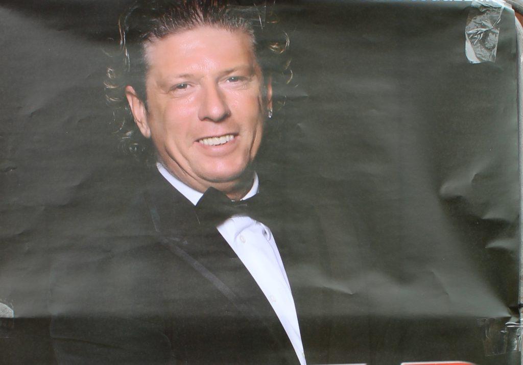 Il cantante Omar Codazzi a Sangano, giovedì 11 aprile