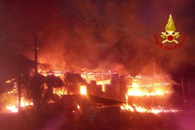 Alta Valsusa: grave incendio in una frazione di Cesana. Foto