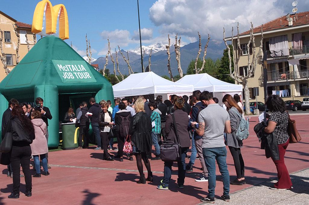 Avigliana, si presentano in cento per 35 posti nel nuovo McDonald's