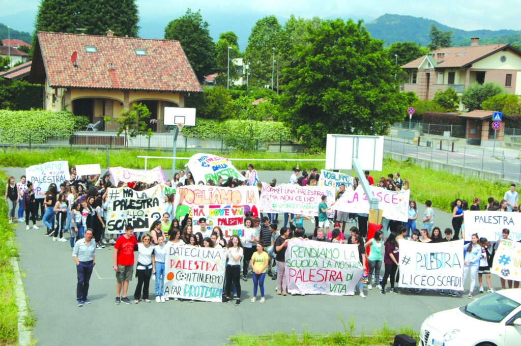 """Sangano, gli studenti del Liceo """"Scafidi"""" protestano per avere una palestra"""