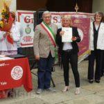 Seconda medaglia d'oro - Maria Donata Cappuccio col sindaco di Vaie Enzo Merini