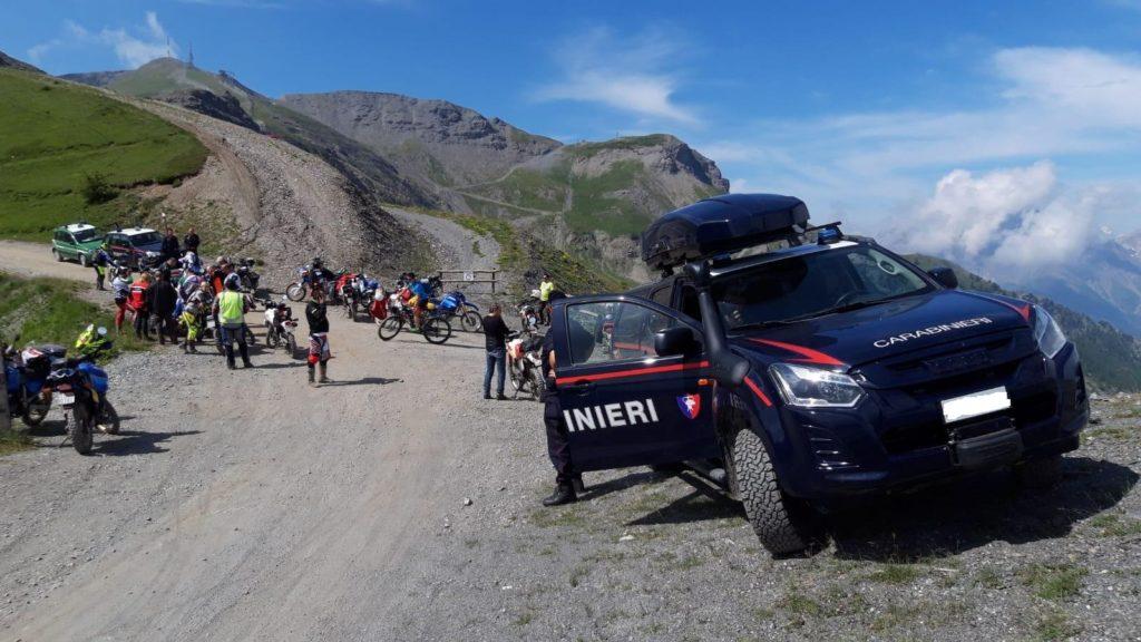 Controlli dei Carabinieri al Colle dell'Assietta: multati 5 motociclisti