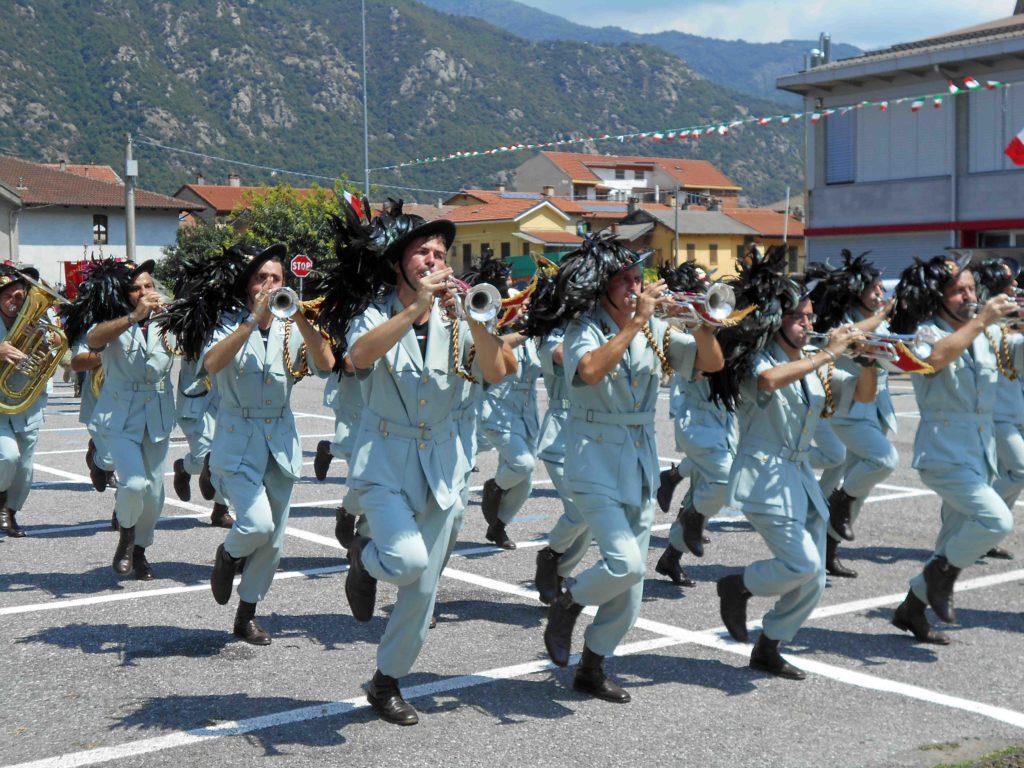 S.Antonino, un'intera mattinata dedicata ai bersaglieri e agli alpini: le foto