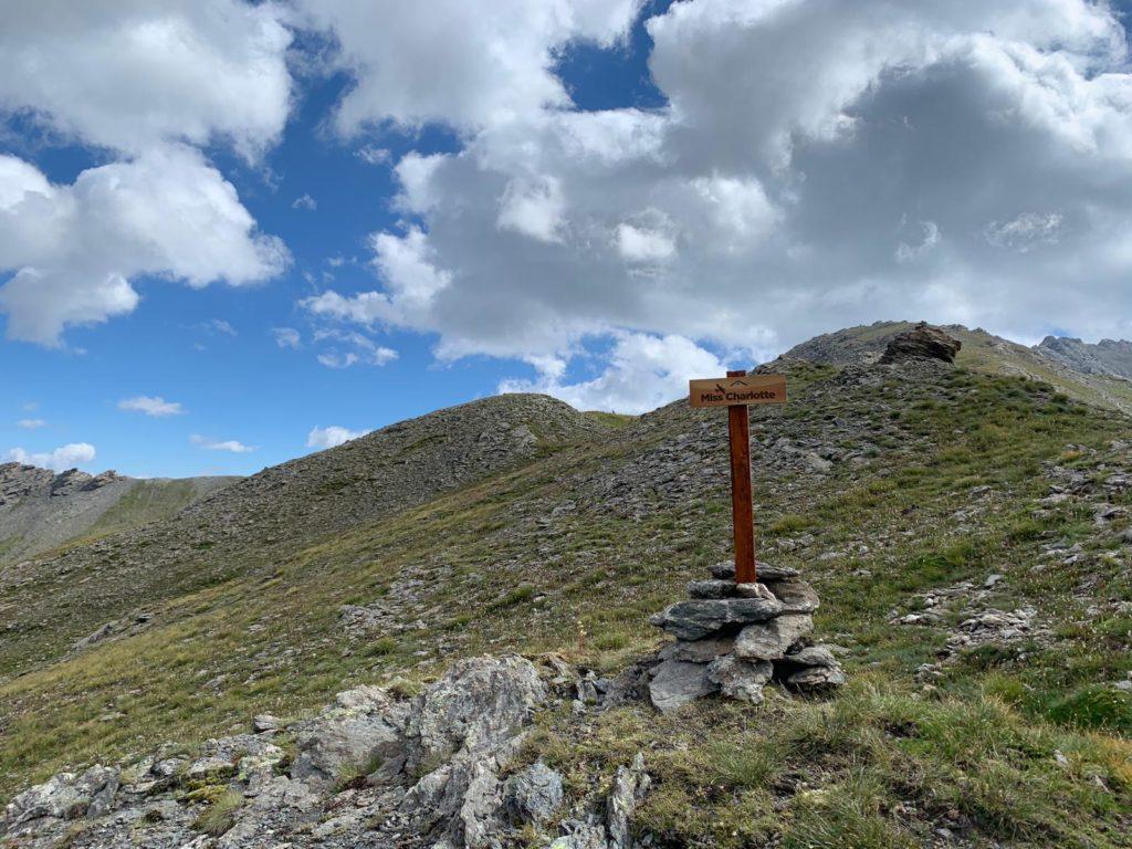 """Sauze di Cesana, tracciato e segnalato il sentiero verso il monumento al """"Miss Charlotte"""""""