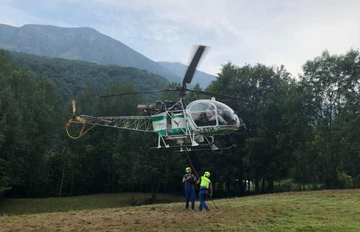 Coazze, una vacca muore cadendo in montagna. Un elicottero la recupera