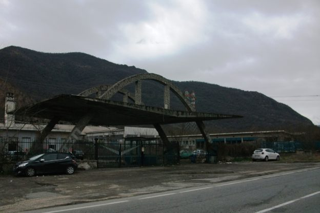 Principio d'incendio nell'ex fonderia al confine fra Sangano e Trana