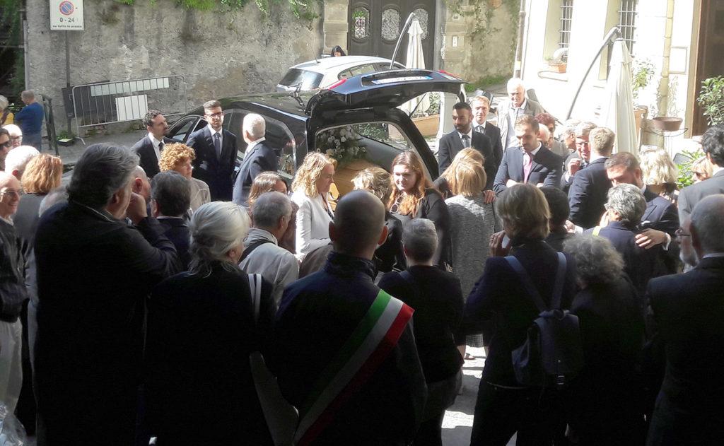 Avigliana ha salutato per l'ultima volta il professor Paolo Nesta