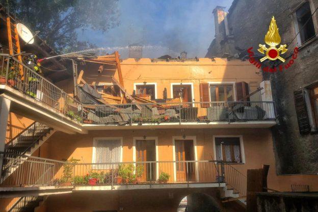 Susa, Vigili del Fuoco ancora al lavoro per l'incendio in pieno centro – Foto