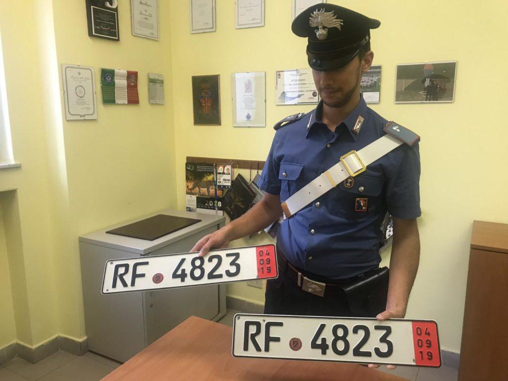 Targhe false in Val di Susa, i Carabinieri denunciano un rivenditore di auto