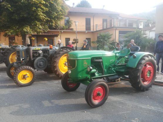 condove - I trattori in via Torino