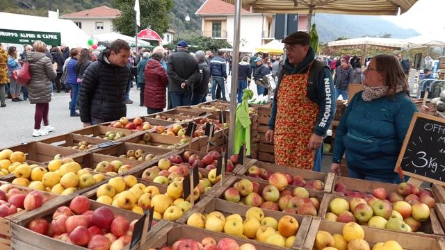 Caprie, la domenica delle mele