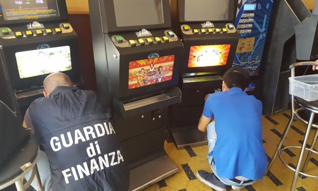 La Guardia di Finanza di Susa scopre una bisca clandestina a Pianezza