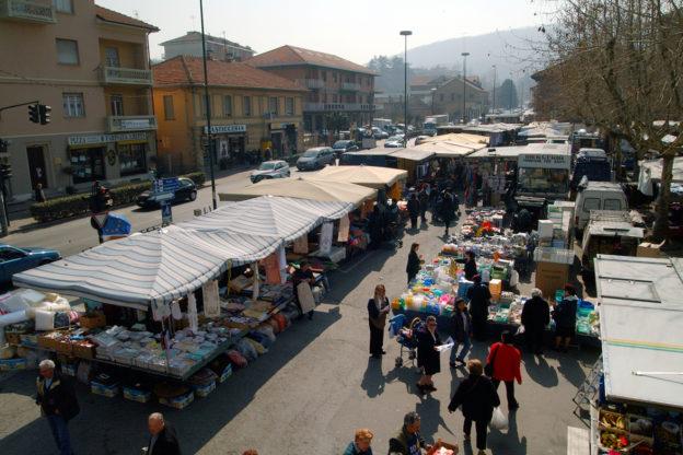 Mercato settimanale di Avigliana, multati tre ambulanti