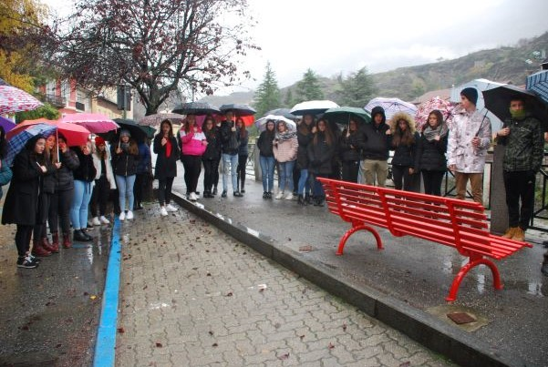 Susa, una panchina rossa contro la violenza sulle donne