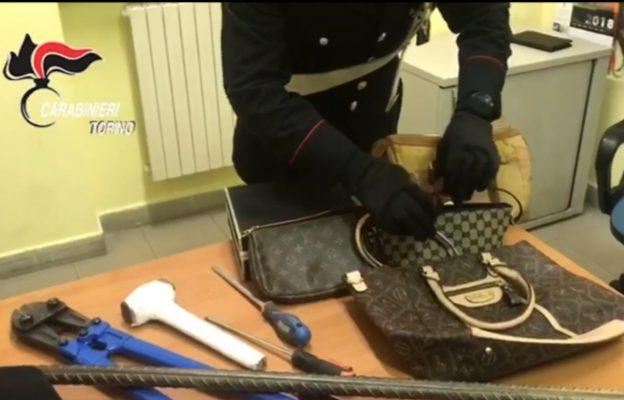 Furti in Val di Susa: i Carabinieri inseguono un'auto rubata e recuperano della refurtiva