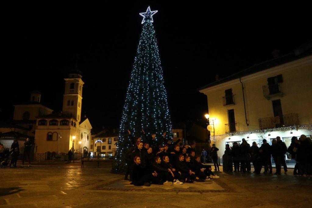 Susa accende le luci dell'albero di Natale: la Città si illumina [FOTO]