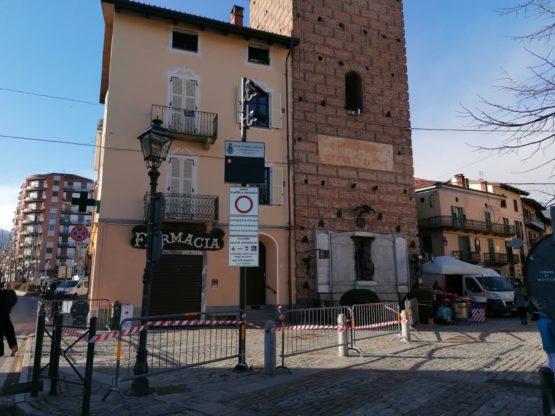 Piazza San Lorenzo Giaveno transennata