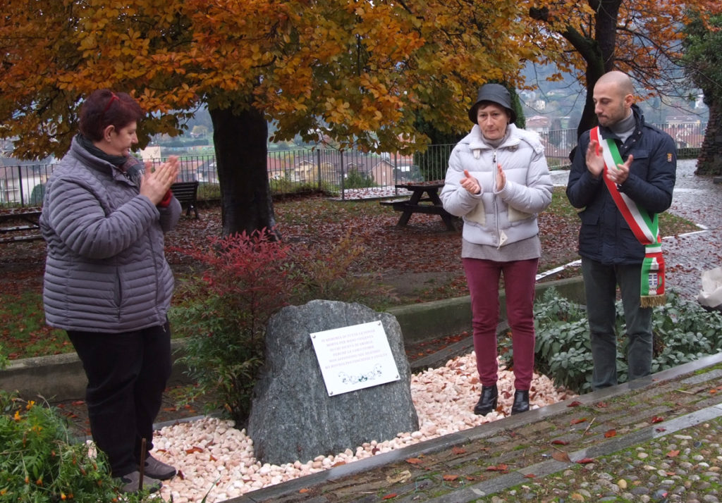 Avigliana, un cippo dedicato alle donne vittime di femminicidio