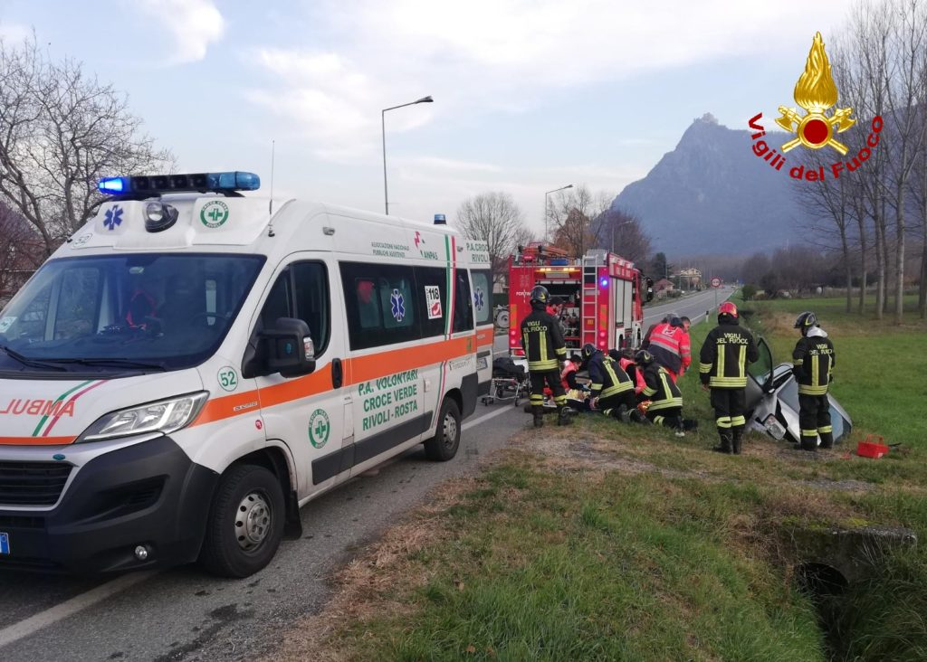 Incidente in Val di Susa: auto finisce fuori strada