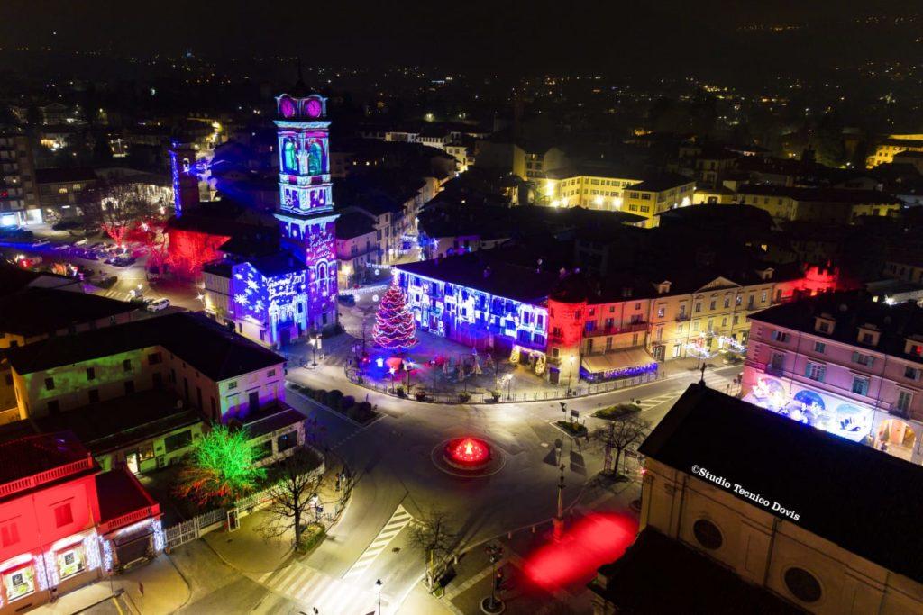 Giaveno, le spettacolari immagini delle luci di Natale viste dall'alto – Foto
