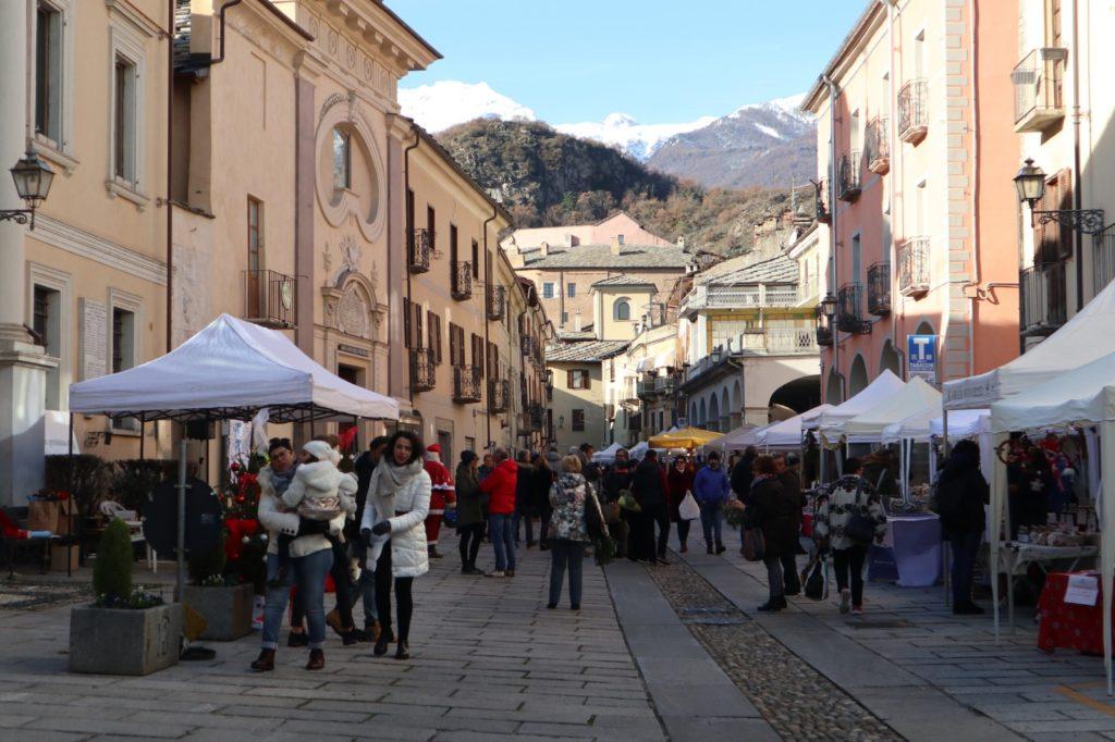 Susa, mercatino di Natale tutto il giorno in Via Palazzo di Città