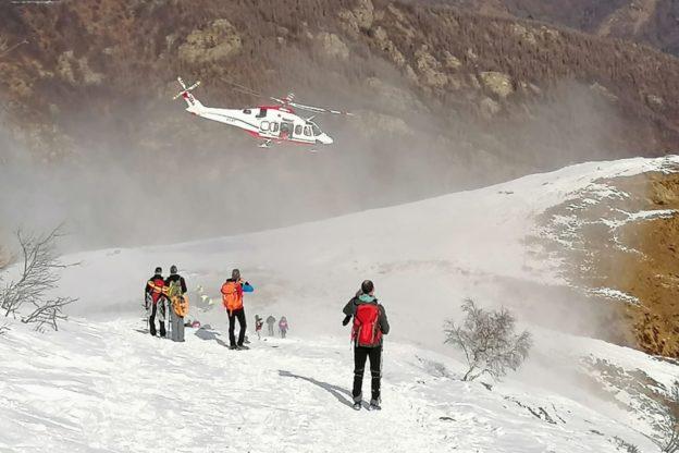 Incidente sulle pendici del Monte Aquila: scialpinista si rompe una spalla