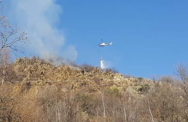 Incendio boschivo fra Caprie e Novaretto. Intervengono Aib e Vigili del Fuoco