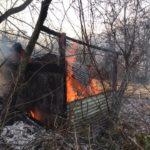 Nei boschi di Reano è andata a fuoco una baracca