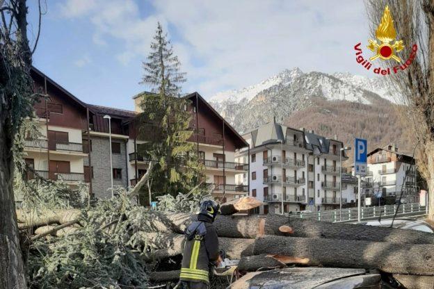 Il forte vento sta causando danni e disagi in tutta la Val di Susa- Foto