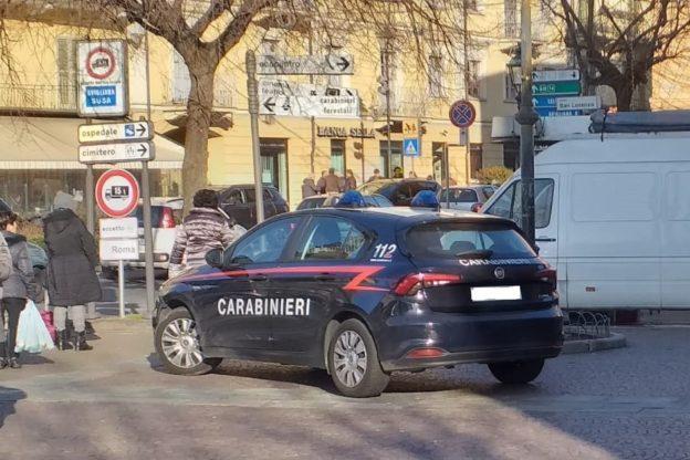 Giaveno, litiga con la compagna e prende a calci i Carabinieri: arrestato