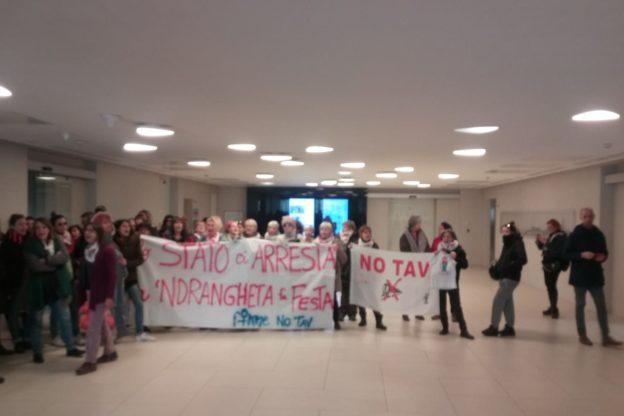 """Flash mob delle """"Fomne No Tav"""" nelle redazioni de La Stampa e La Repubblica"""