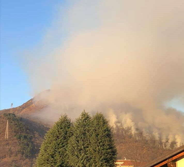Incendio in Val Sangone: a breve l'intervento aereo