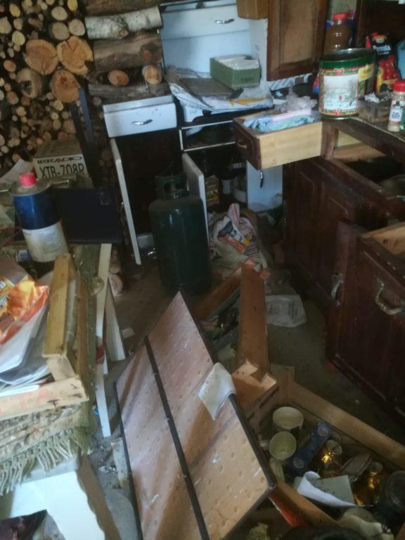 Valgioie, baite vandalizzate e rifiuti dopo un fine settimana di sballo