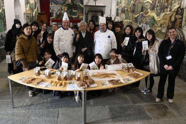 Diciassette studentesse dal Giappone alla Sacra di San Michele