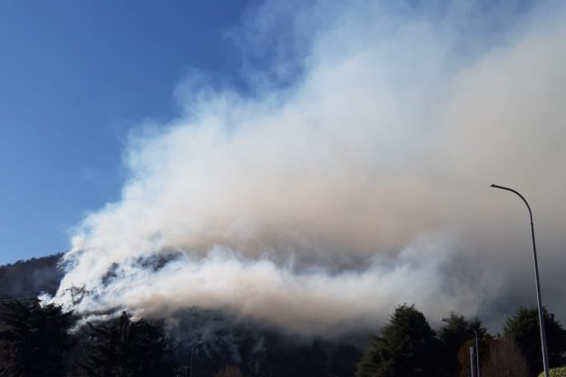 Video e immagini dall'incendio in Val Sangone: continua l'intervento