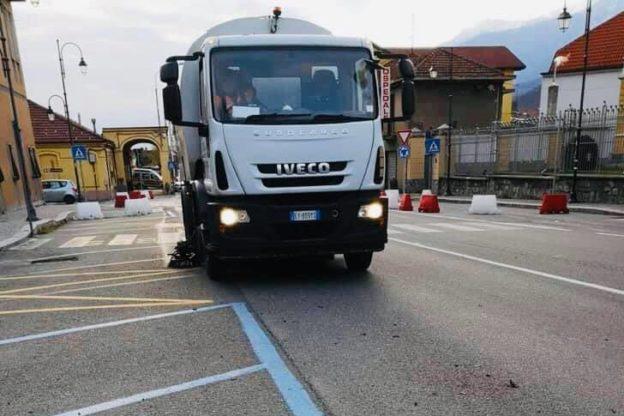 Susa, avviata la pulizia delle strade della città e la sanificazione degli arredi urbani