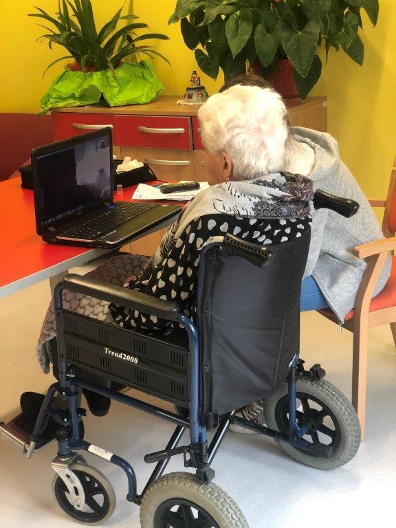Alpignano, anziani collegati via tablet