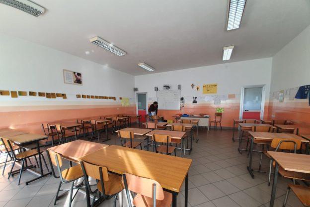 Scuola: in Piemonte niente didattica in classe per le seconde e terze medie