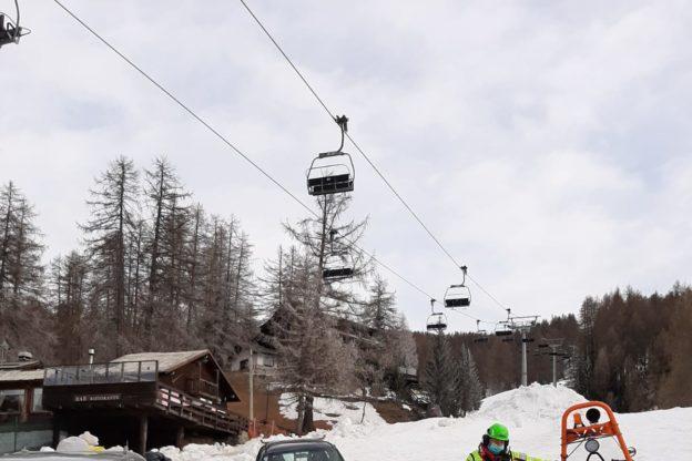 Il Soccorso Alpino porta viveri e provviste ai dipendenti di un albergo in isolamento volontario