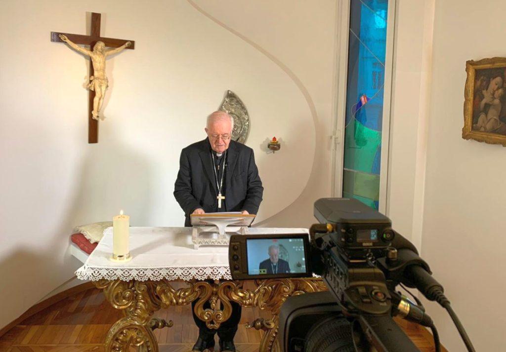 Mons. Nosiglia recita il Rosario ogni giorno alle 17 in diretta streaming