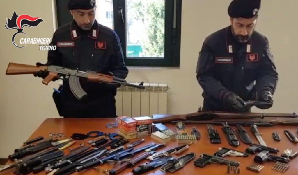 Giaveno, i Carabinieri trovano un arsenale in un'abitazione