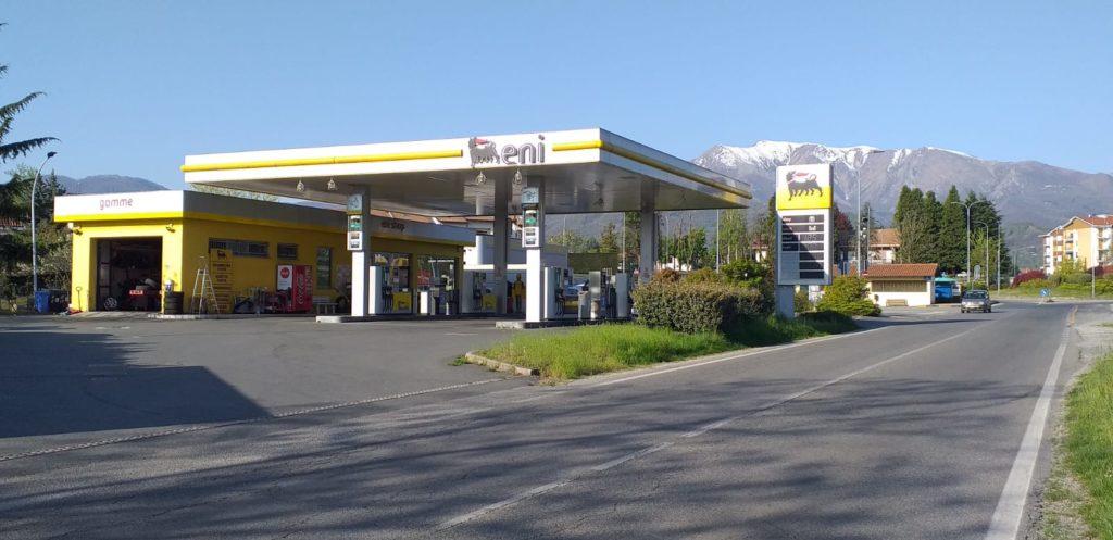 Giaveno, quattro persone tentano di fare benzina con i buoni spesa