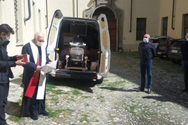 Mons. Nosiglia ha donato un ecocardiografo all'ospedale di Susa