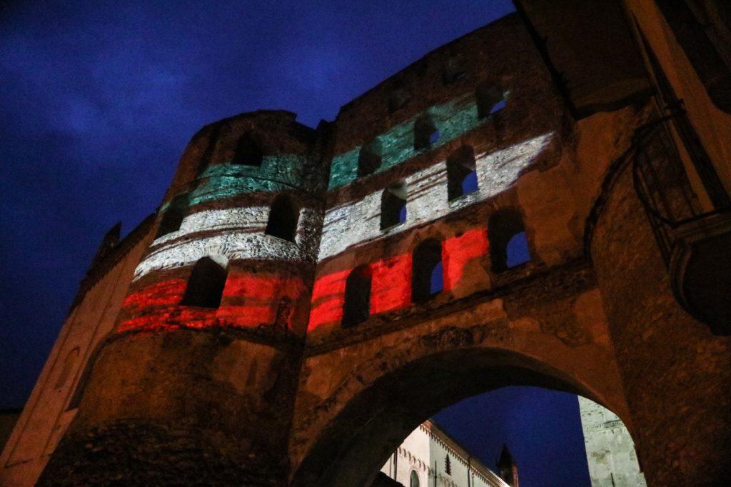 25 aprile, la Porta Savoia di Susa veste il tricolore italiano
