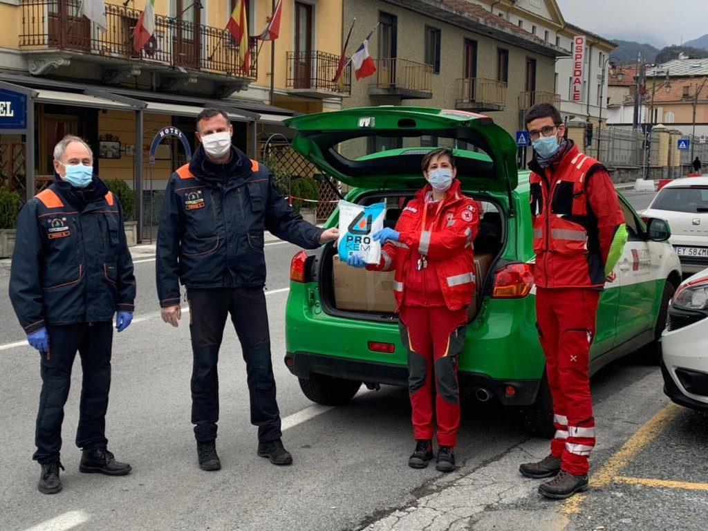 Gli AIB donano tute per la Croce Rossa Italiana
