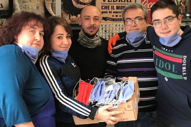 Alpignano, mascherine home made in regalo