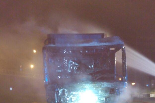 Tir in fiamme nell'autoporto di Susa sulla A32